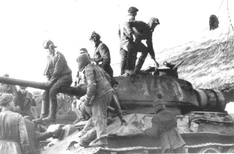 Germans soldiers in soviet uniform from Kommandoverband  Jaguar around T-34 85 m.44. Hungary, 1945