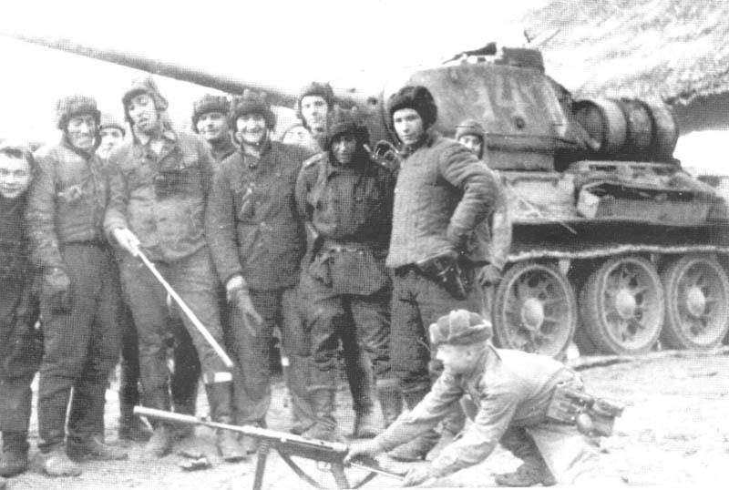 Germans soldiers in soviet uniform from Kommandoverband  Jaguar study MP-40 with silencer near T-34 85 m.44. Hungary 1945