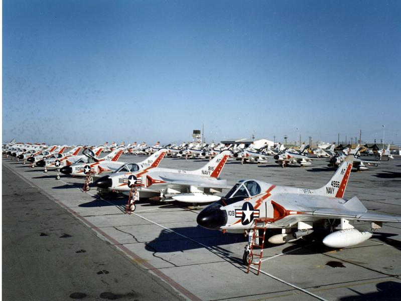 F4D_Skyrays_of_VF-74_at_MCAS_Yuma_in_1959.jpeg