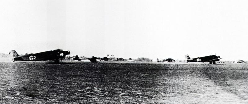 Unternehmen-Merkur-Junkers-Ju-52-3mg4e-towing-DFS-230-during-the-invasion-of-Crete-1941-01
