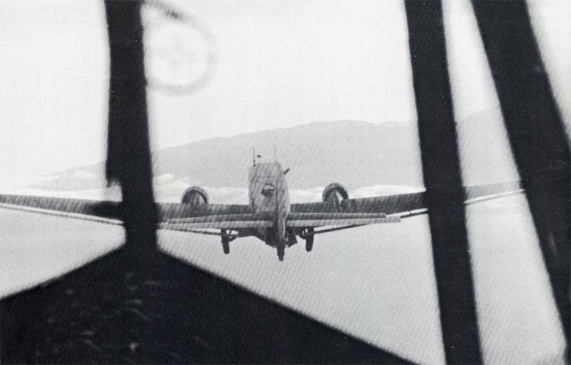 Unternehmen-Merkur-Junkers-Ju-52-3mg4e-towing-DFS-230-during-the-invasion-of-Crete-1941-02