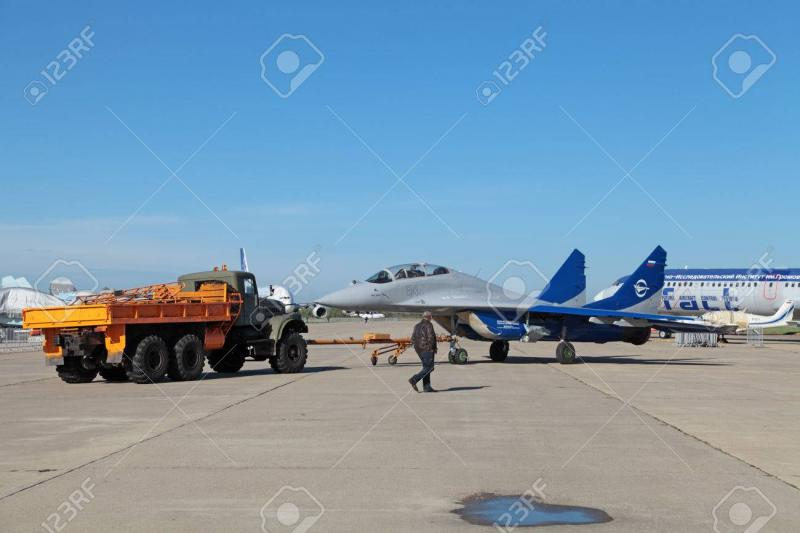35724876-zhukovsky-russia-aug-26-2013-towing-multi-role-fighter-mikoyan-mig-29-ll-flying-laboratory-gromov-fl